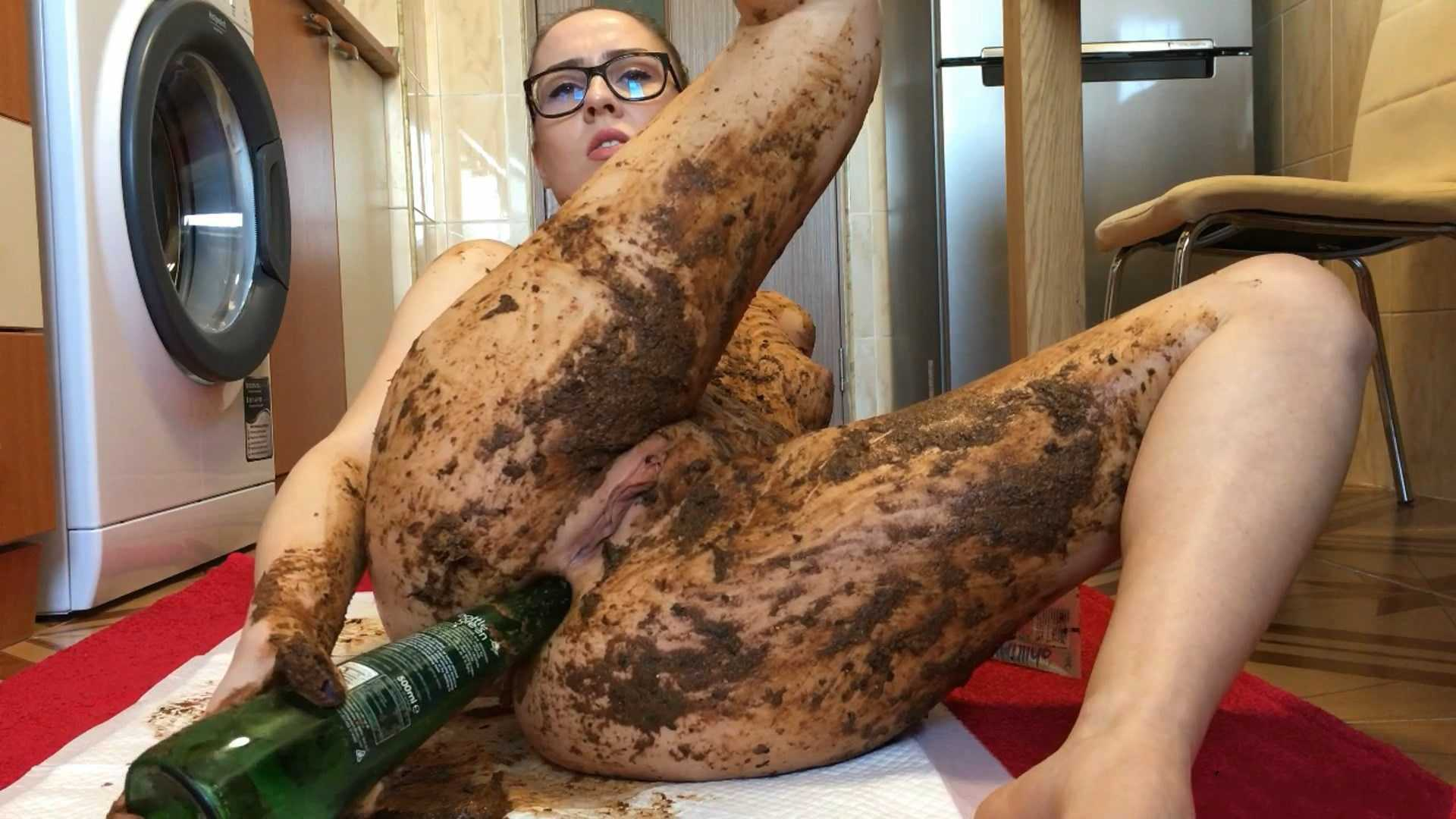 Extreme Body and Face Smearing - EllaGilbert | Full HD 1080p | April 27, 2017